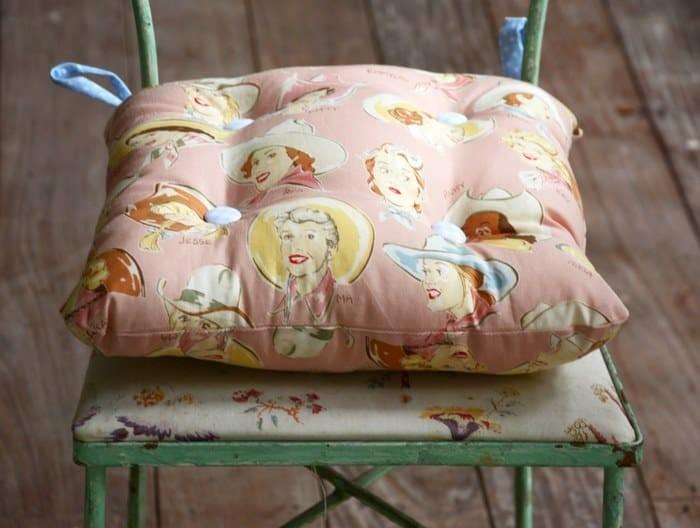 Сидушка из постельного белья