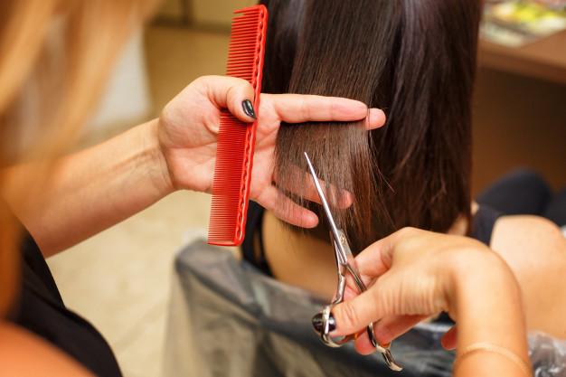Подрезать кончики волос раз в 3 месяца