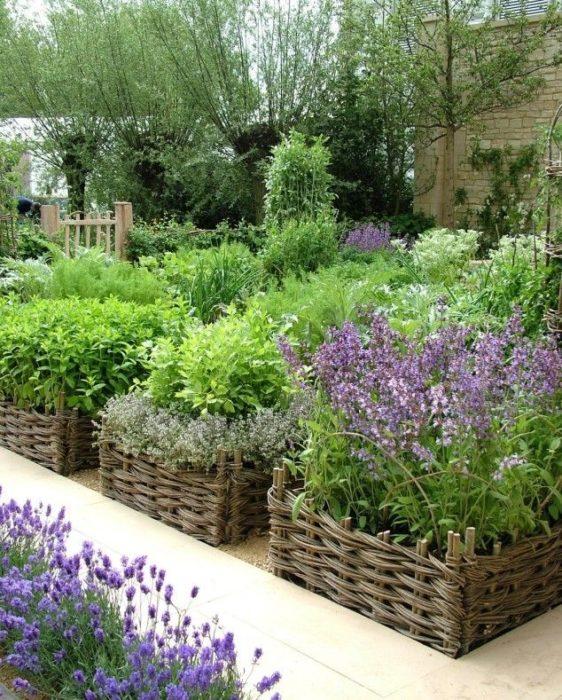 Корзины для дизайна садового участка