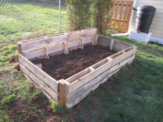 Поддон для украшения садового участка