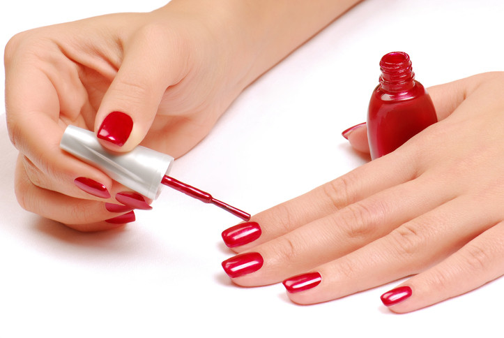 Покраска ногтей лаком