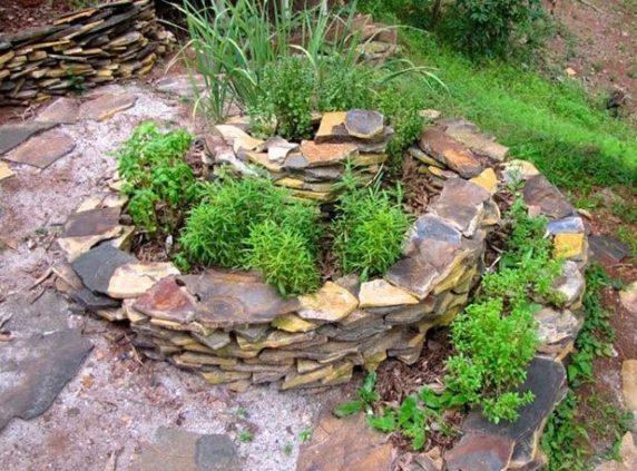 Камни как украшение дачного участка