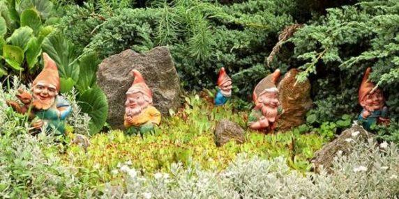Пластиковые садовые фигуры