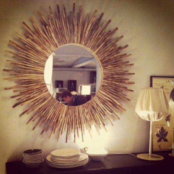 Рамка для зеркала из китайских палочек