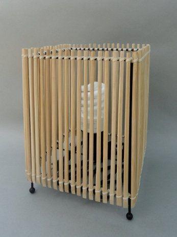 Плафон из деревянных палочек