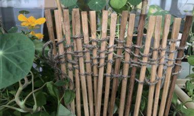 Ограда из китайских палочек