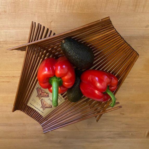 Миска для овощей из палочек для еды