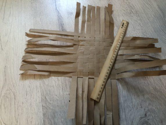 Плетение бумажной корзины своими руками