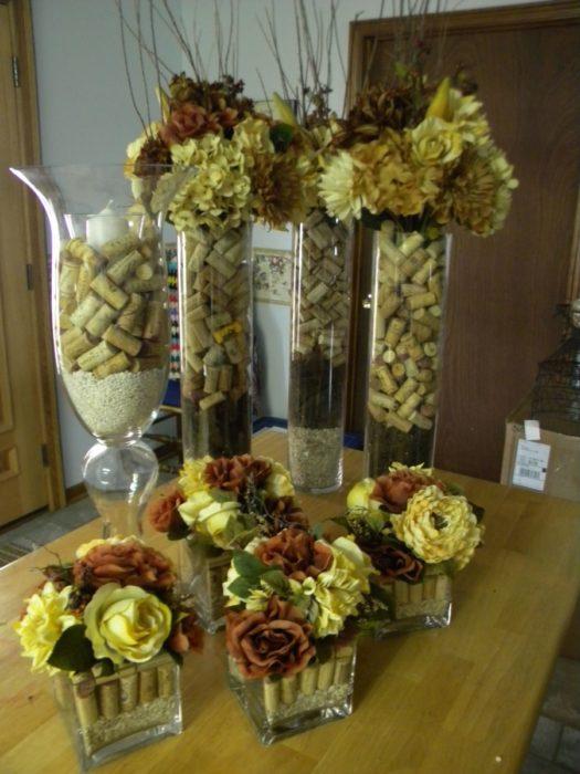 Декор для свадьбы из пробок от вина