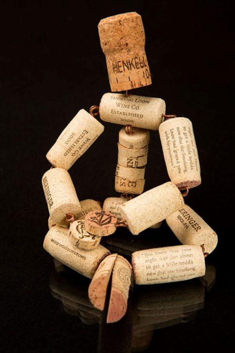 Человечек из пробок от вина