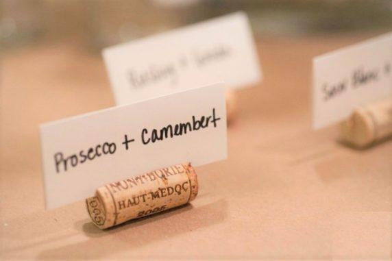Держатель для табличек из пробок от вина