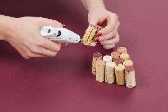 Как делать поделку из винных пробок