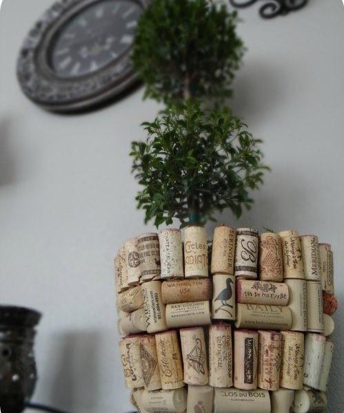 Кашпо для цветов из пробок от вина