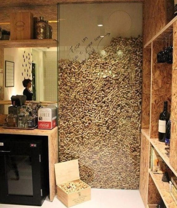 Пробки от вина вместо стенки