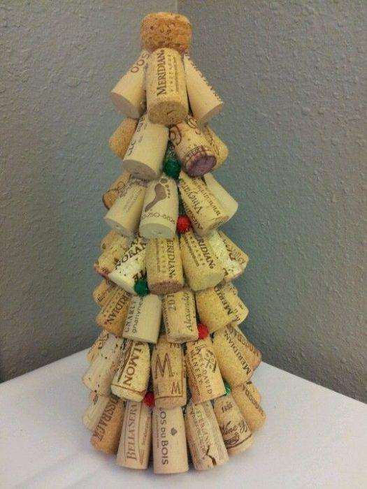 Новогодняя елка из пробок от вина
