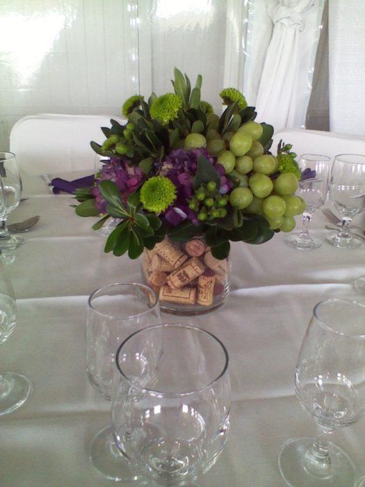 Оформление свадьбы с помощью винных пробок