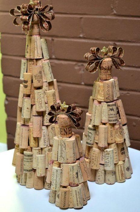 Настольная елка из пробок от вина