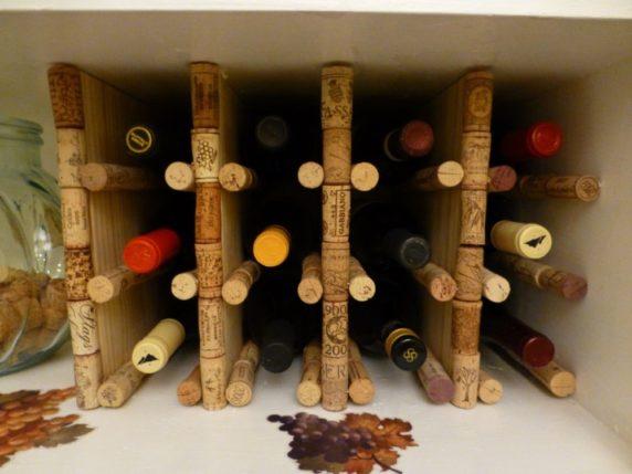 Полка из винных пробок