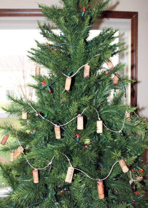 Гирлянда на елку из винных пробок