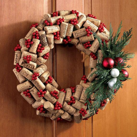 Рождественский венок из винных пробок своими руками