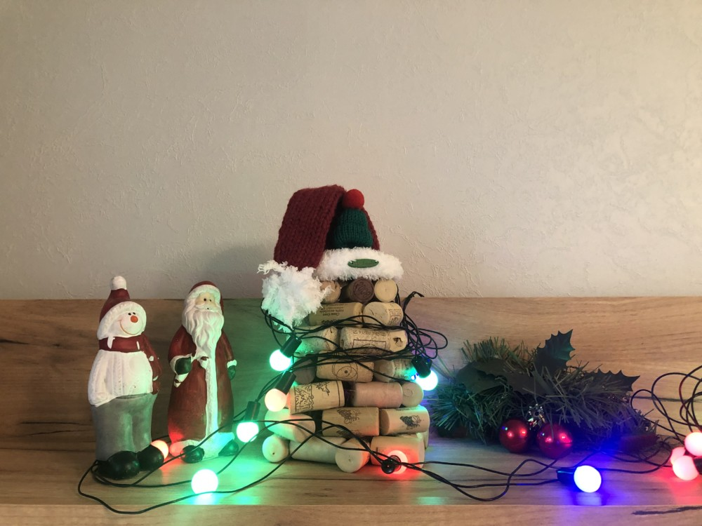 Рождественская ель из пробок от вина