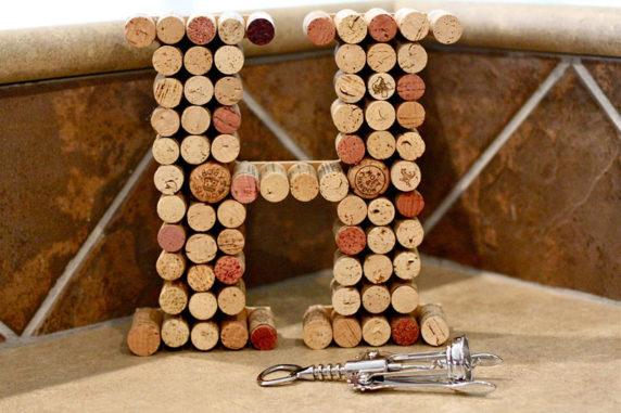 Буква из винных пробок