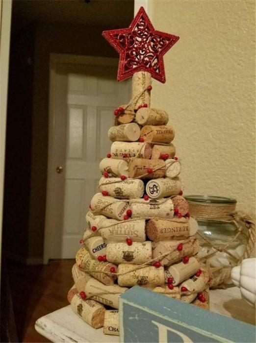 Рождественская елка своими руками из пробок