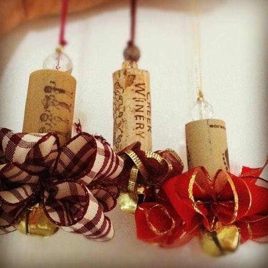 Новогодняя игрушка из винной пробки