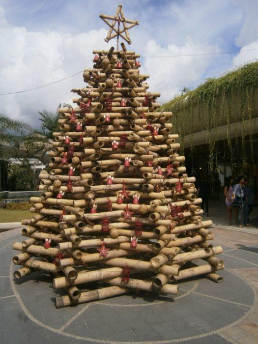Елка из бамбука