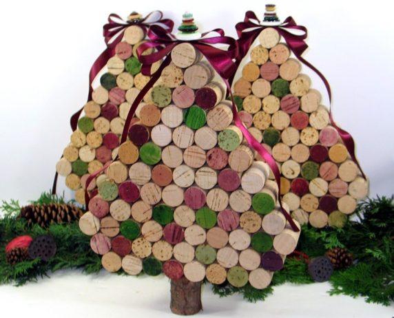 Красивая елка из винных пробок