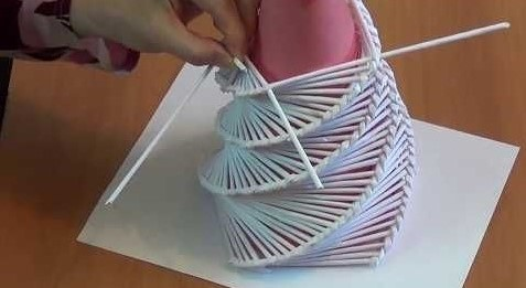 Елка из бумажных трубочек