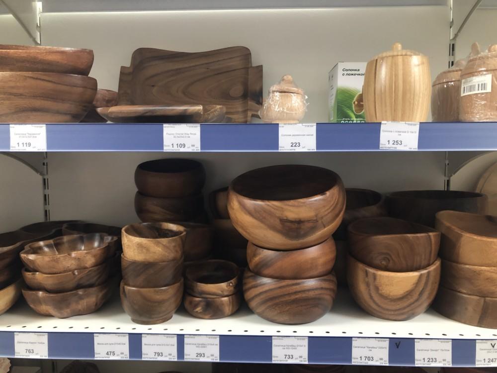 Деревянная посуда в новогоднем интерьере