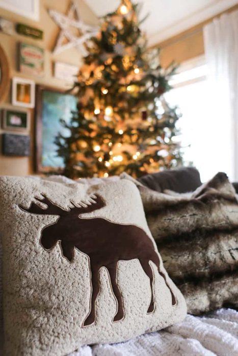 Подушки в новогоднем интерьере
