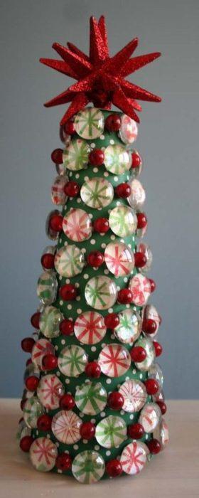 Новогодняя елка из камней своими руками