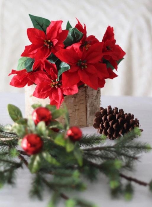 Новогодний интерьер с живыми цветами