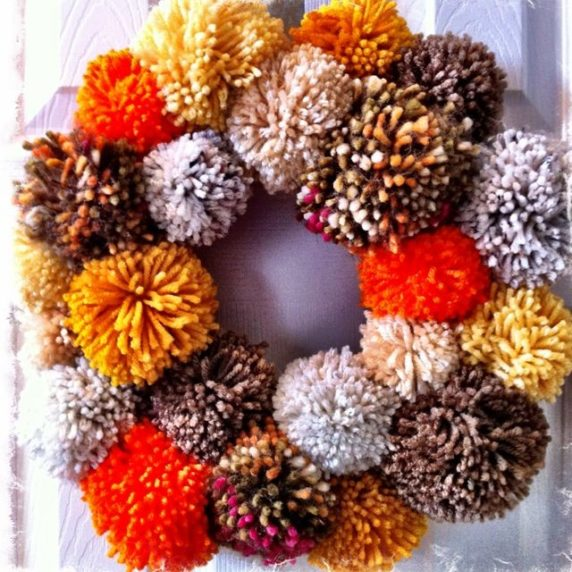 Осенний венок с помпонами