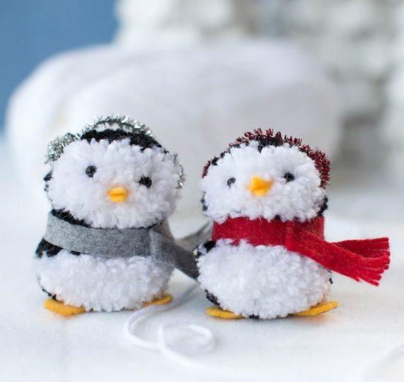 Пингвин из помпонов своими руками