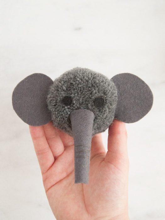Слон из помпонов