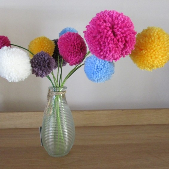 Цветок из помпонов