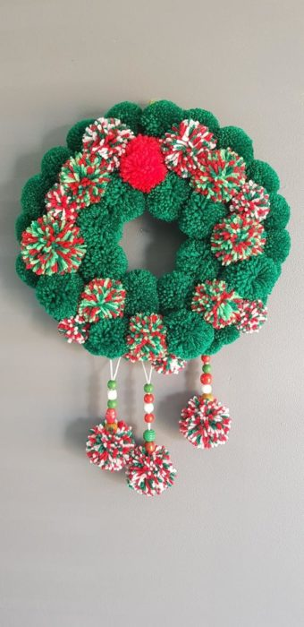 Рождественский венок из помпонов