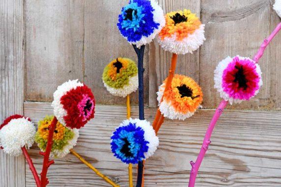 Помпон из разноцветной пряжи