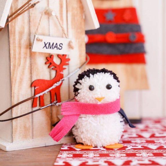 Игрушка пингвин из помпонов своими руками