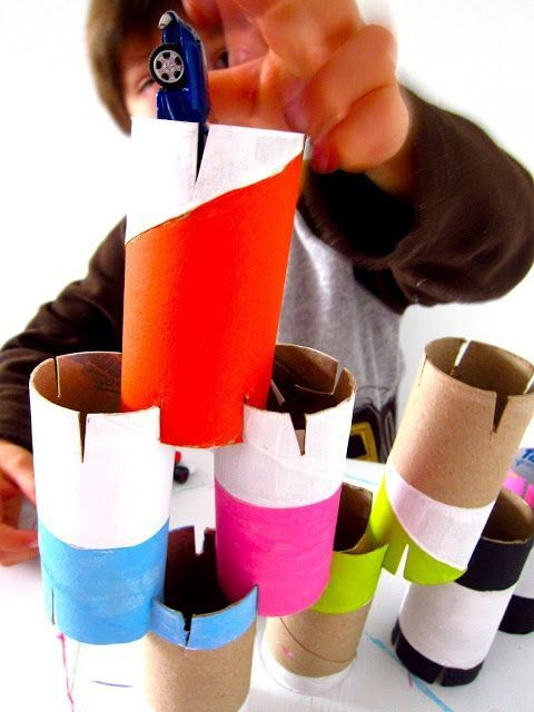 Игра для детей из картонных втулок