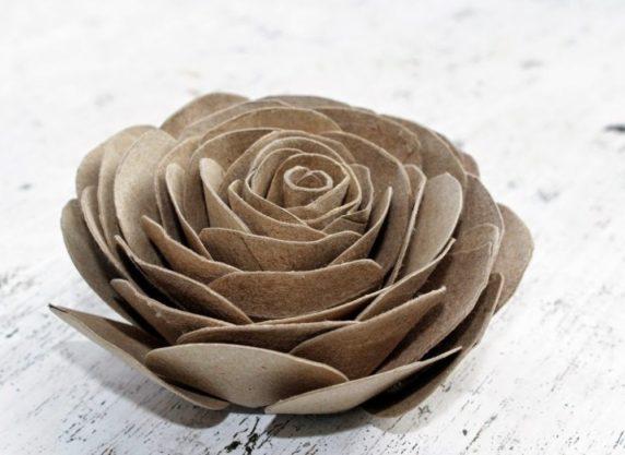 Роза из туалетных втулок