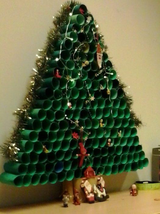 Новогодняя елка из картонных втулок