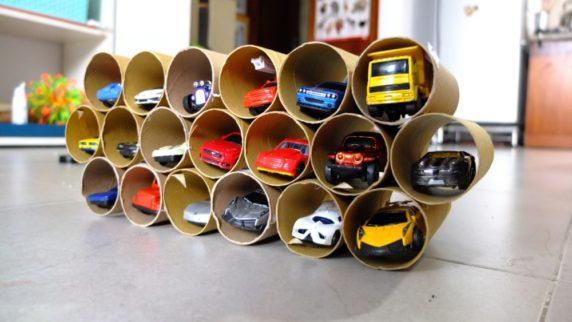 Полка для игрушек из бумажных втулок