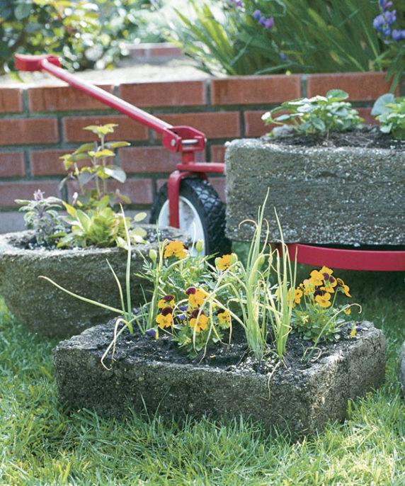 Вазон из бетона для сада