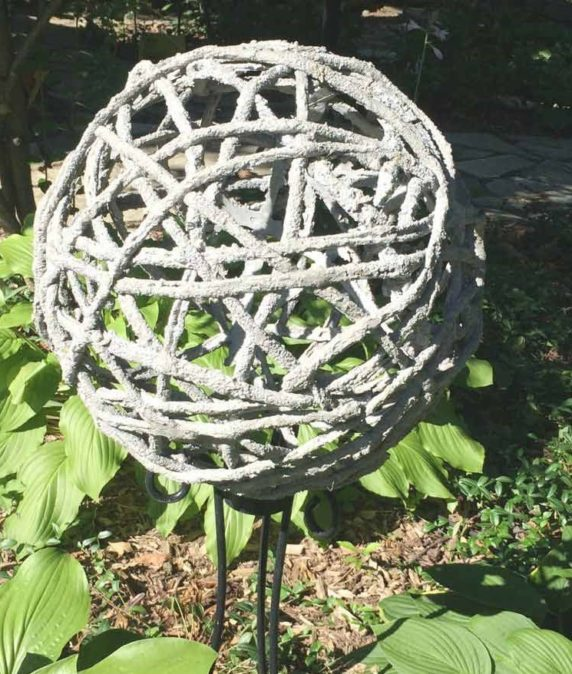 Цементная поделка для сада