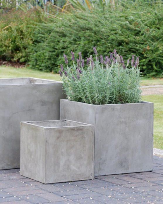 Цементный вазон для сада
