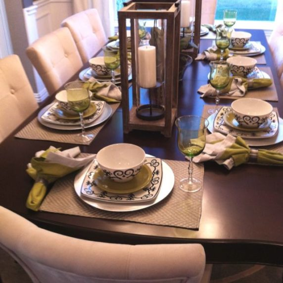 Сервировка стола для посиделок с друзьями